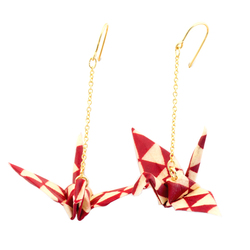 13503 origami crane earrings  red  white triangle pattern