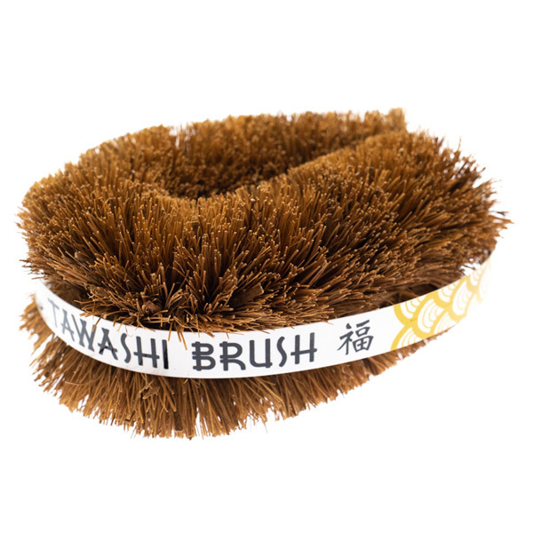 14189 amur lucky hedgehog tawashi scrubbing brush   medium
