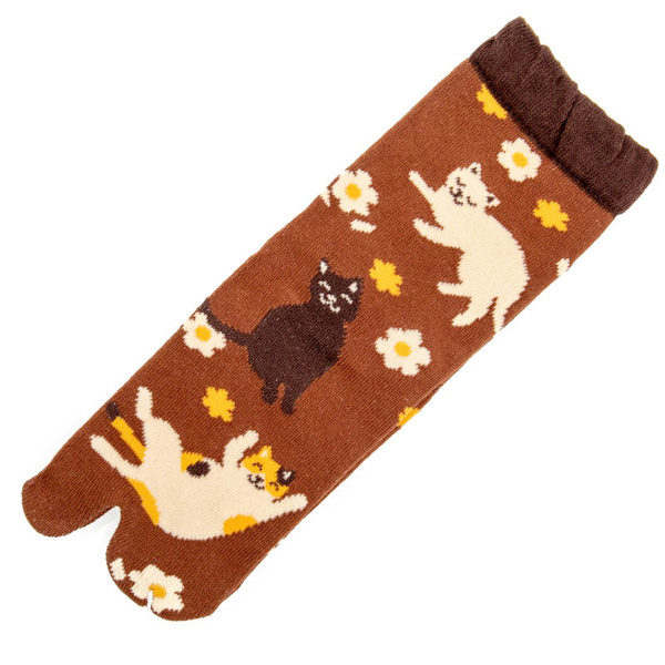 14595 japanese tabi split toe socks   flower and cat