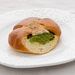 5161 matcha and azuki sweet bread sliced