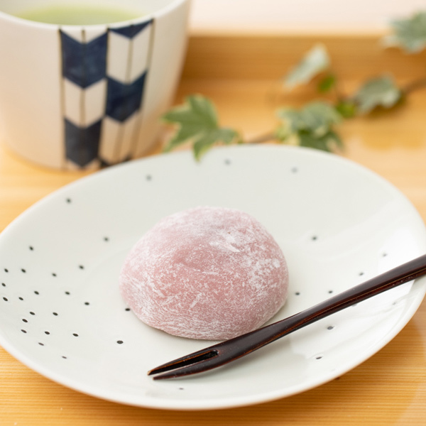 10983 raspberry and milk chocolate mochi rice cake dessert