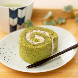 11028 japan centre matcha and azuki bean swiss roll slice dessert