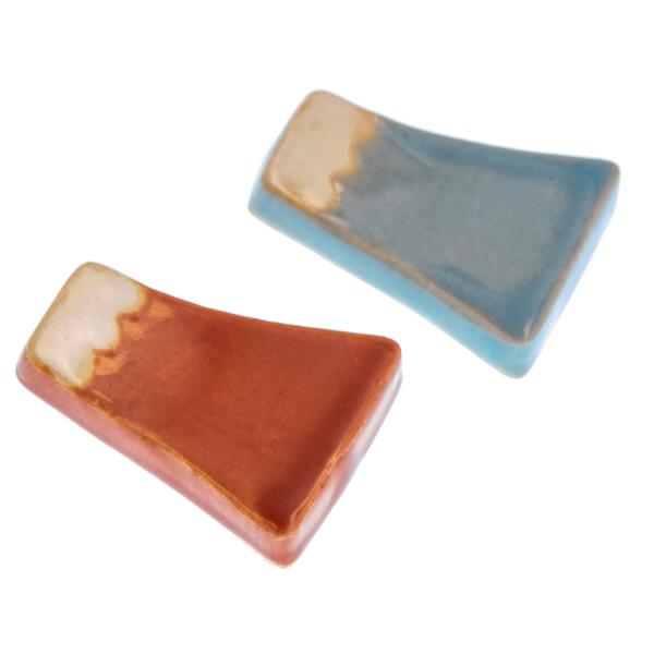 14854 ceramic chopstick rest set   red and light blue  mount fuji