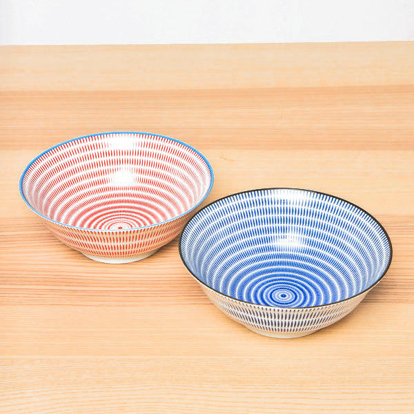 15661  yamata seiho ceramic his and her ramen bowl set   stripe pattern  blue   red    on table