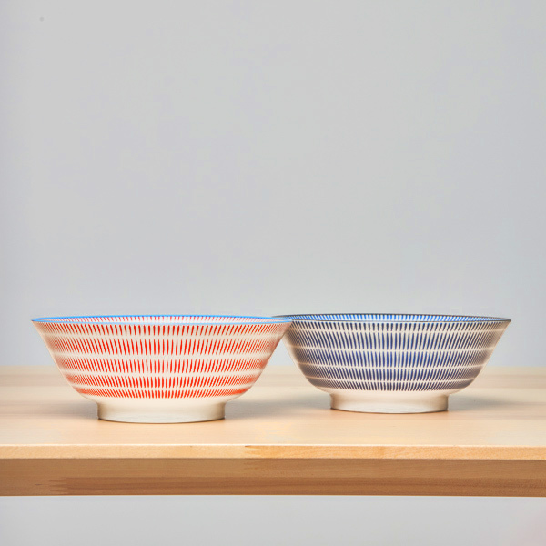 15661  yamata seiho ceramic his and her ramen bowl set   stripe pattern  blue   red   side view