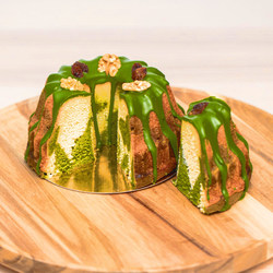 14522  japan centre premium matcha cake   sliced