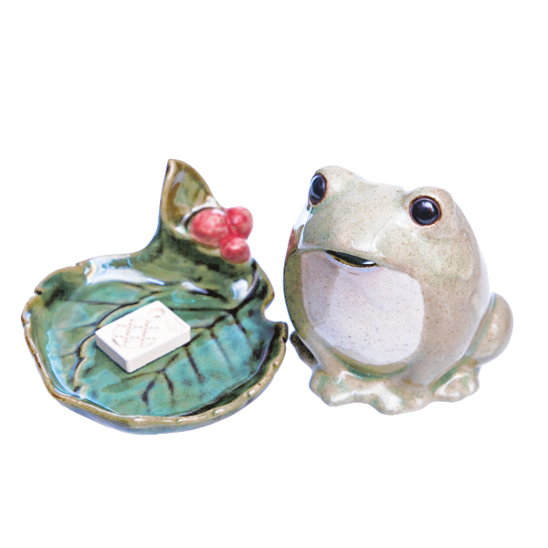 15773  shoyeido frog shaped incense burner   separate