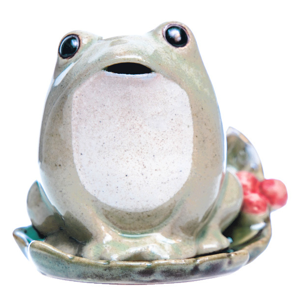 15773  shoyeido frog shaped incense burner
