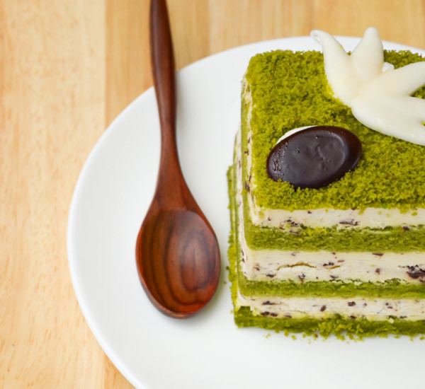 japan centre matcha cake with kitkat. Black Bedroom Furniture Sets. Home Design Ideas