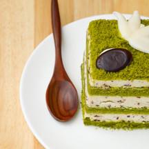 1005 matcha kitkat cake