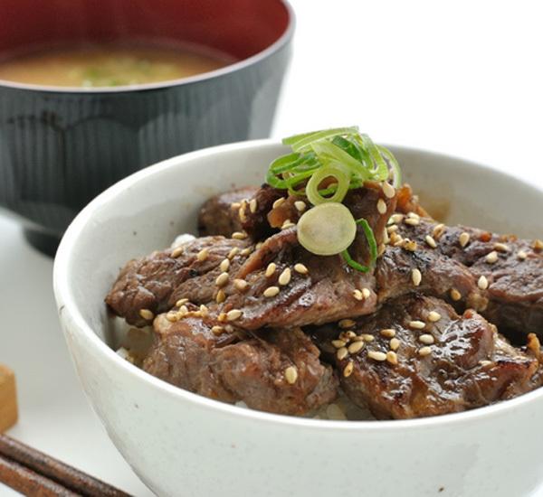 Donburi med ponzu och nötkött