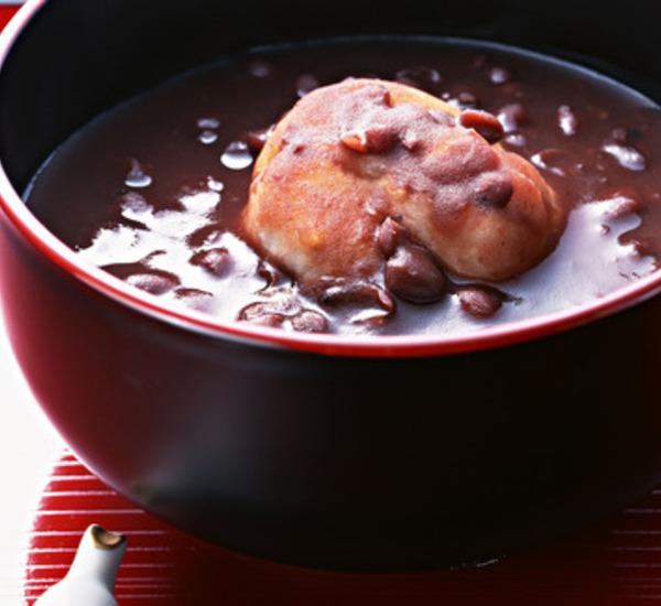 Soppa med söta azukibönor (oshiruko)