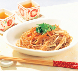Photo shirataki stir fry with mushrooms