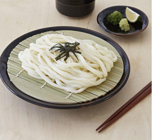 Zaru udon con salsa per intingerli