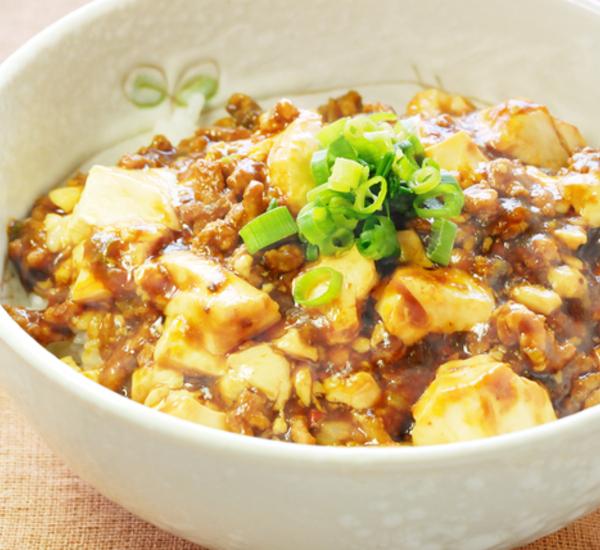 Ris med starkt nötkött och tofu (mabo don)