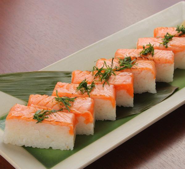 Sushi pressato (Oshizushi)