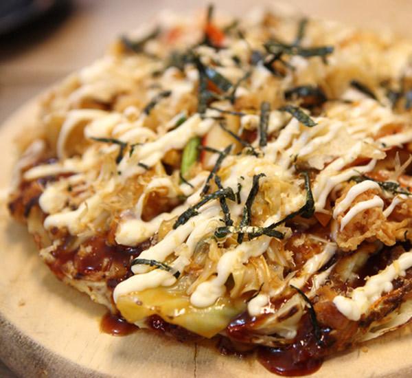 Pizza à l'okonomiyaki