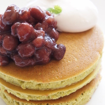 Photo matcha green tea pancakes